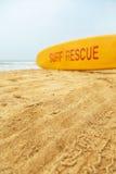 El rescate de la resaca firma adentro Agonda, Goa Imagen de archivo