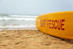El rescate de la resaca firma adentro Agonda, Goa, la India Imagenes de archivo