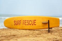 El rescate de la resaca firma adentro Goa, la India Imagen de archivo