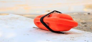 El rescate puede en una playa arenosa Fotos de archivo
