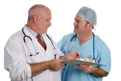 El residente médico da instrucciones al interno Imágenes de archivo libres de regalías