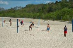 El resorte se relaja en la playa. Imagen de archivo
