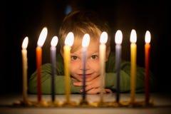 El resplandor de Menorah imágenes de archivo libres de regalías