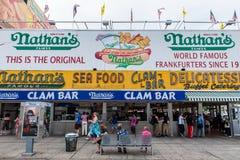 El restaurante original en Coney Island, Nueva York del Nathan. Foto de archivo libre de regalías