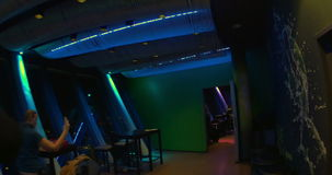 El restaurante rotatorio remata 180 en la torre de Rheinturm en