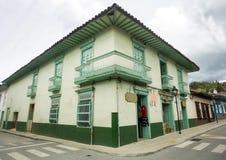 El Retiro, Antioquia/Colombia - Juni 09, 2018 Kolonialt hus, a-stad som lokaliseras i öst av avdelningen royaltyfri bild