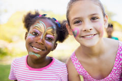 El retrato de dos muchachas lindas con compone en la cara Fotos de archivo