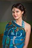El retrato de la muchacha en el vestido indio Imagen de archivo libre de regalías