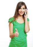 El retrato de la mujer sonriente se vistió en una blusa verde, aislada encendido Imagen de archivo libre de regalías
