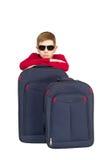 El retrato de las gafas de sol que llevan del muchacho con viaje empaqueta Foto de archivo libre de regalías