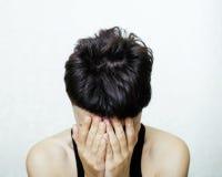 El retrato de parecer adolescente de la chica joven malo como el drogadicto, social publica concepto Imagenes de archivo