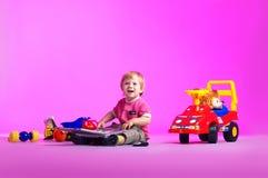 El retrato de un niño pequeño feliz Fotos de archivo libres de regalías