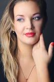 El retrato de una muchacha blondy Fotografía de archivo libre de regalías