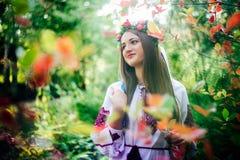 El retrato de una muchacha en ucraniano del nationac viste Imágenes de archivo libres de regalías