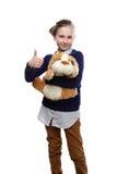 El retrato del adolescente joven con un perro de juguete en su fondo del onwhite de la mano Foto de archivo libre de regalías