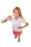 El retrato lleno del cuerpo del alto ángulo de la diversión del adolescente muestra que el pulgar abajo gesticula, aislado Fotografía de archivo