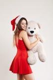 El retrato vertical del juguete de la muchacha de la Navidad refiere el fondo blanco Imagen de archivo libre de regalías