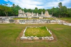 El Rey玛雅废墟视图  图库摄影
