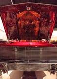 El Rey糖果由艺术家Al上色了驾驶低底盘汽车兜风者1963年雪佛兰因帕拉 库存照片