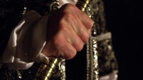 El rey del ` del negro del ` exprime el cetro en sus manos Competencia viva del ajedrez metrajes