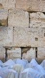 El rezo cerca de la pared occidental en Jerusalén Imagen de archivo libre de regalías