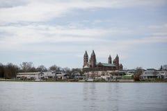 El Rin y catedral en Speyer Foto de archivo