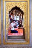 El ritual azul de la mezquita de la adoración se centró en el rezo, Estambul, turco Imagen de archivo libre de regalías