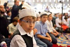 El ritual de la mezquita de Fatih de la adoración se centró en el rezo, Estambul, Tur Foto de archivo libre de regalías