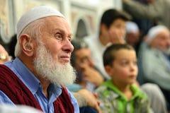 El ritual de la mezquita de Fatih de la adoración se centró en el rezo, Estambul, Tur Imagen de archivo libre de regalías