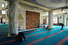 El ritual de la mezquita de Tunahan de la adoración se centró en el rezo, Estambul, T Foto de archivo libre de regalías