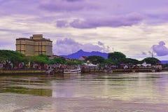 El Riverbank de Kuching en este día nublado fotos de archivo libres de regalías