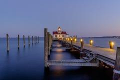 El Roanoke hermoso Marsh Lighthouse situado en el banco externo Imagen de archivo