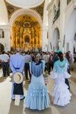 EL ROCIO, ΑΝΔΑΛΟΥΣΊΑ, ΙΣΠΑΝΊΑ - 22 Μαΐου: Το Romeria μετά από να επισκεφτεί το άδυτο πηγαίνει στο χωριό Στοκ Εικόνα