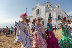 EL ROCIO, ΑΝΔΑΛΟΥΣΊΑ, ΙΣΠΑΝΊΑ - 22 Μαΐου: Το Romeria μετά από να επισκεφτεί το άδυτο πηγαίνει στο χωριό Στοκ φωτογραφία με δικαίωμα ελεύθερης χρήσης