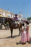 EL ROCIO, ANDALOUSIE, ESPAGNE - 22 mai : Romeria après visite du sanctuaire va au village Image stock