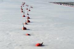 El rojo Buoys ritmo Imagenes de archivo