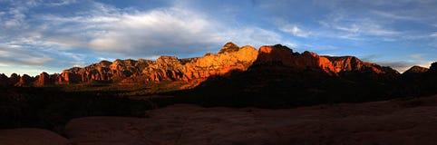 El rojo de Sedona oscila panorama de la puesta del sol Imágenes de archivo libres de regalías