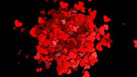 El rojo del grupo dispersó corazones en un fondo negro Fondo del día del ` s de la tarjeta del día de San Valentín Foto de archivo