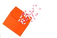 El rojo envuelve y muchos corazones Imagen de archivo libre de regalías