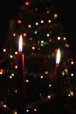 El rojo mira al trasluz la llama de Navidad Fotos de archivo
