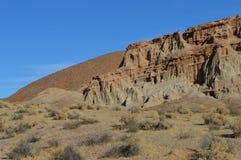 El rojo oscila el barranco Cliff Slope California Imagen de archivo