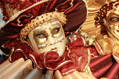 El rojo y el oro enmascaran al detalle Imagen de archivo libre de regalías