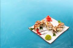 El rollo de sushi fijó el dragón Foto de archivo