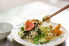 El rollo vietnamita de los tallarines de arroz llamó el cuon de Banh Foto de archivo libre de regalías