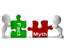 El rompecabezas del mito del hecho muestra hechos o la mitología Fotografía de archivo