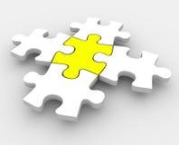El rompecabezas junta las piezas de la colocación junta una porción media integral central Imágenes de archivo libres de regalías