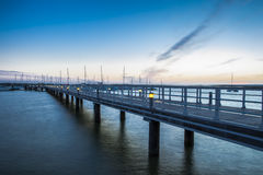 El Rompido marina footbridge przy zmierzchem, Huelva, Hiszpania Obraz Royalty Free