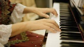 El rondó de Mozart de la corte del pianista comienza almacen de metraje de vídeo