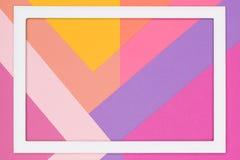 El rosa en colores pastel geométrico abstracto y el plano de papel ultravioleta ponen el fondo Plantilla del minimalismo y de la  fotografía de archivo libre de regalías