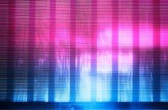 El rosa horizontal y las líneas retras azules de la onda texturizan el fondo fotografía de archivo libre de regalías